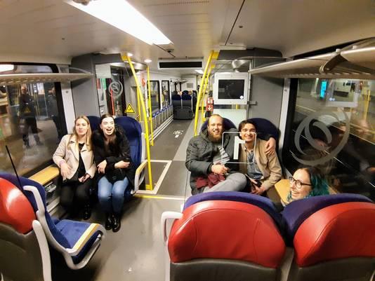 De trein van half zes was minder vol dan die van half vijf.
