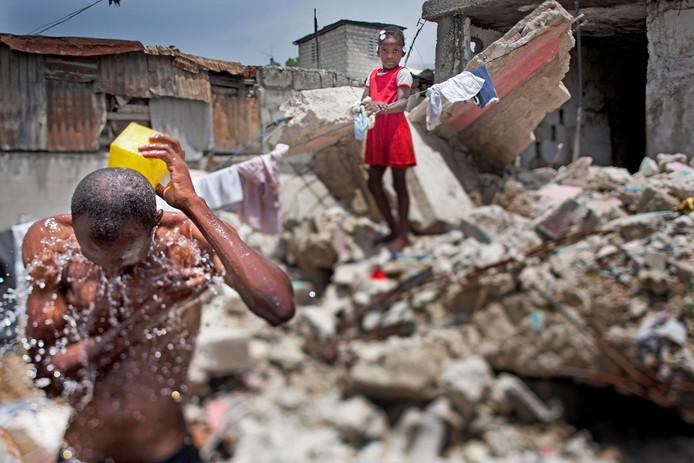 Foto van een sloppenwijk in Haïti na de vernietigende aardbeving.