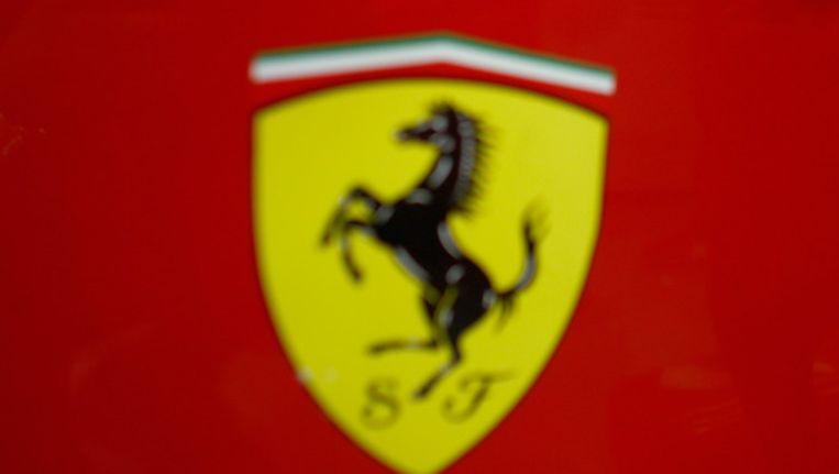 Autohandelaar Rijdt Ferrari In De Prak Bizar Hln