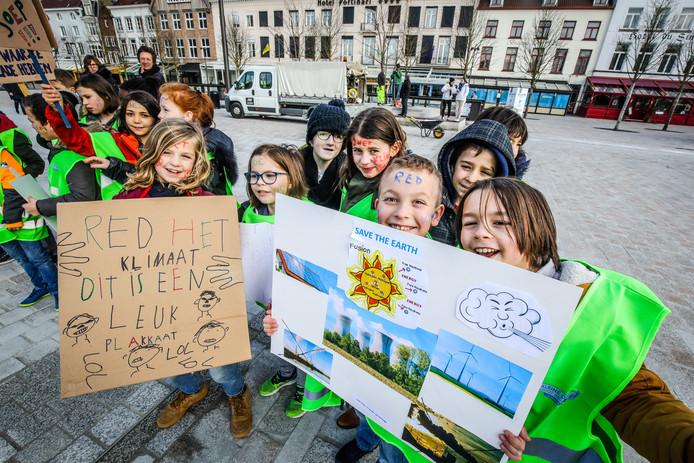 De kinderen maakten een collage met alle bestaande vormen van duurzame energie.