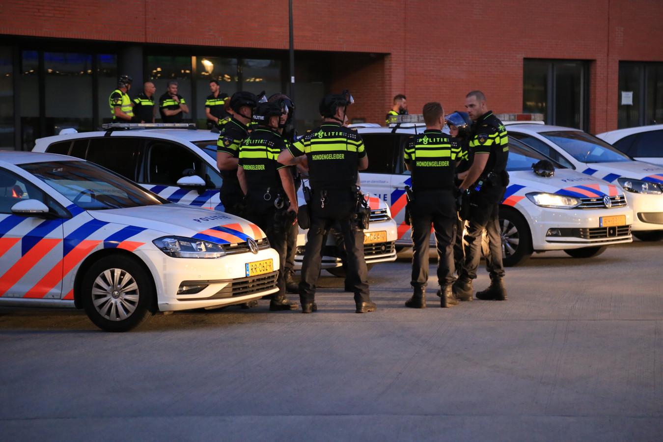 Grote politiemacht op de been dinsdagavond in Helmond.