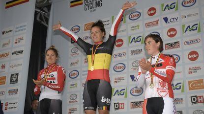 """Annelies Dom is Belgisch kampioen na prangende sprint: """"Ik koers nog steeds met volle overtuiging en passie"""""""