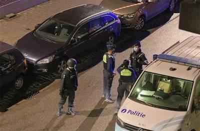 Caché sur le toit, un fêtard risque de rester coincé et alerte la police