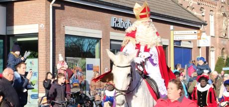 In Nuenen ontvangt de Sint zijn fans in een soort coronateststraat