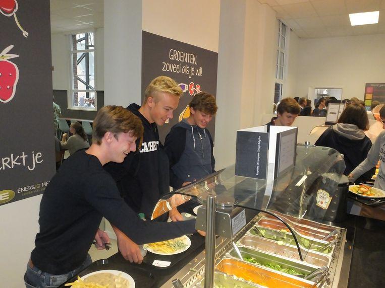 Groenten mogen de leerlingen zoveel nemen als ze zelf willen.