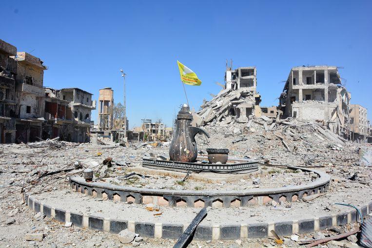 Het centrale plein in Raqqa, na de verdrijving van IS. Het plein werd door IS als executieplaats gebruikt.