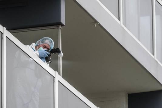 Onderzoek bij de flat aan de Roeselarestraat in Breda.