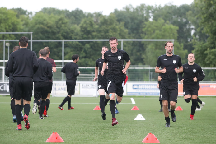 Mike Verhagen (l) en Luuk Molkenboer (r) tijdens de eerste training van Sportlust'46.