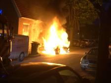 Opnieuw autobrand in Deventer, ook woningen beschadigd