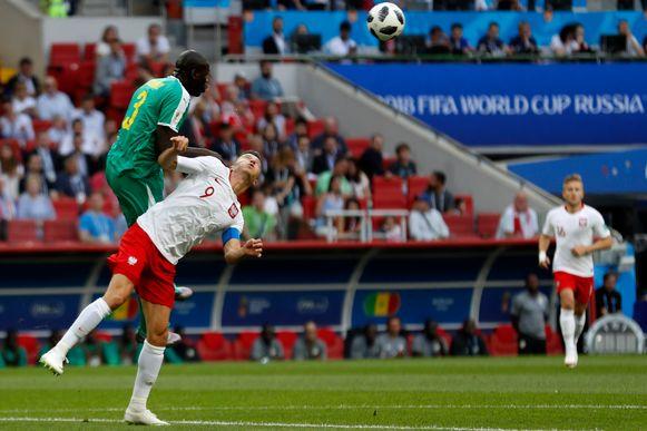 Koulibaly wint overtuigend het duel van Lewandowski.