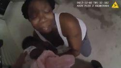 """""""Soms komen engelen niet uit de hemel, vaak zijn ze hier al"""": bodycam legt vast hoe koelbloedige agent leven van baby redt"""