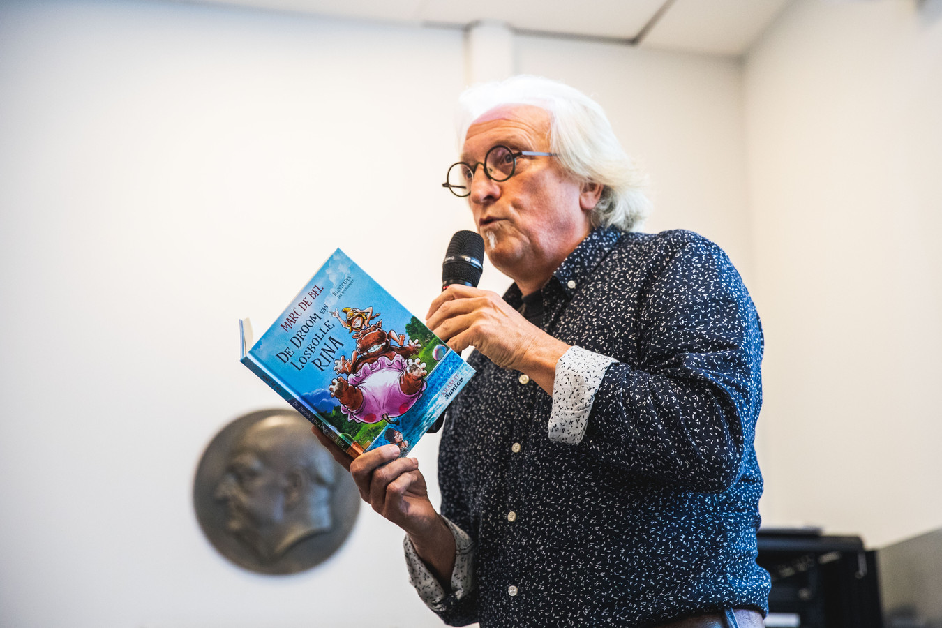 Marc De Bel wil met zijn nieuwe boek 'De droom van losbolle Rina' misverstanden uit de wereld helpen over diabetes type 1.