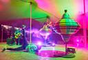 Bij Fabriek Magnifique draait alles om beleving. Zoals hier in de act van Gertjan Adema tijdens het festival in 2018: een boeiend schouwspel van muziek, licht, dans en indrukwekkende brommende reuzentollen.