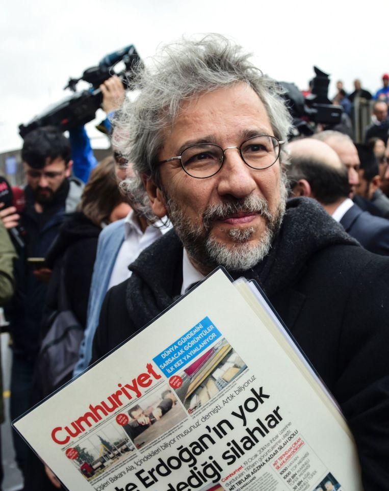 Can Dündar, voormalig chef van Cumhuriyet. Hij trad in augustus terug als hoofdredacteur. Hij zei na de staatsgreep en de zuiveringen geen enkel vertrouwen meer te hebben in de Turkse rechtspraak, en heeft naar verluidt het land verlaten. Beeld AFP