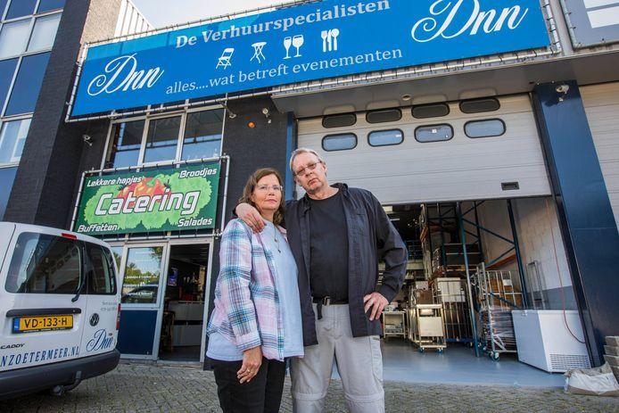 Conrad de Niet en partner Ilona Deelman vrezen, mede door de hoge huur, voor een faillissement van hun verhuurbedrijf.