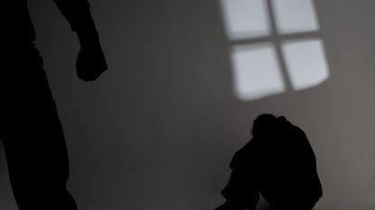 Antwerpse vader die gezin terroriseerde en zelfs bepaalde hoeveel vrouw en kinderen mochten eten riskeert 5 jaar cel