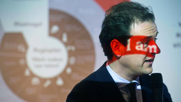 Minister Lodewijk Asscher van Sociale Zaken en Werkgelegenheid tijdens zijn werkbezoek aan IBM. Beeld anp