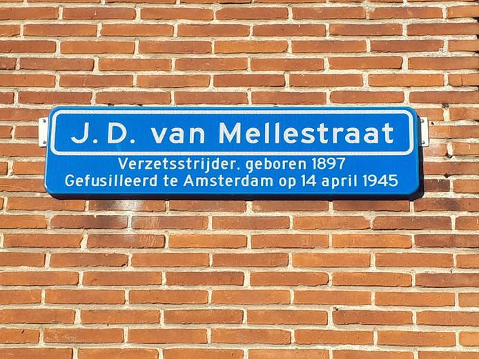 Dit bordje aan de Van Mellestraat in Goes is één van de weinigen met een toelichting.
