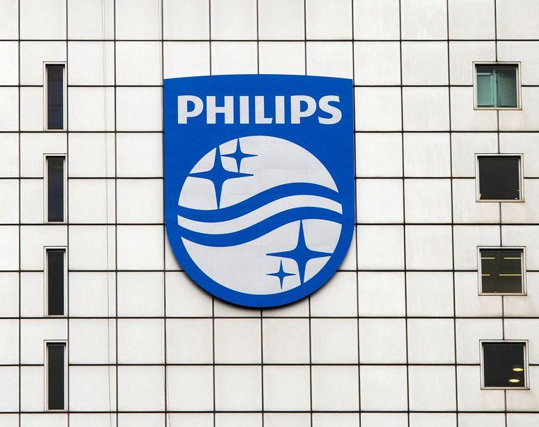 Het Philips-logo op het hoofdkantoor in Amsterdam. Beeld reuters