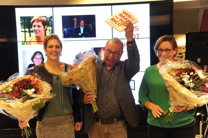 Journalist Peter de Jonge schreef het Zeeuwse boekenweekgeschenk Van Raas tot Rico. Zaterdag werd hij geflankeerd door twee sporttoppers van weleer:  links judoka Elisabeth Willeboordse en rechts wielrenster Keetie Hage.