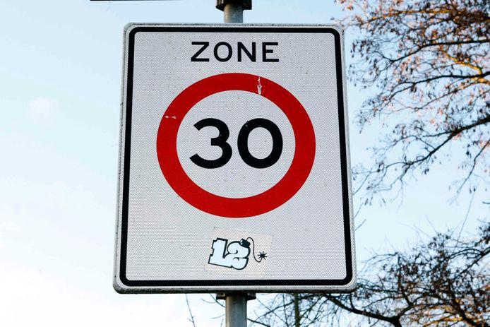 Moet in heel Wierden een snelheidslimiet van 30 km/uur gelden?