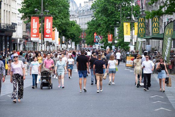Op 1 juli start dit jaar uitzonderlijk de sperperiode, waarin het voor modewinkels verboden is om kortingen aan te kondigen.
