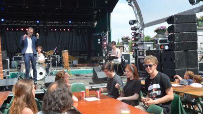 Drie dagen Flierefluiterfestival in Gemeentehuisstraat