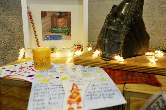 Op basisschool Darwin werd in 2011 een herdenkingsplek ingericht voor Emiel, die door zijn vader om het leven werd gebracht waarna die zichzelf doodde.