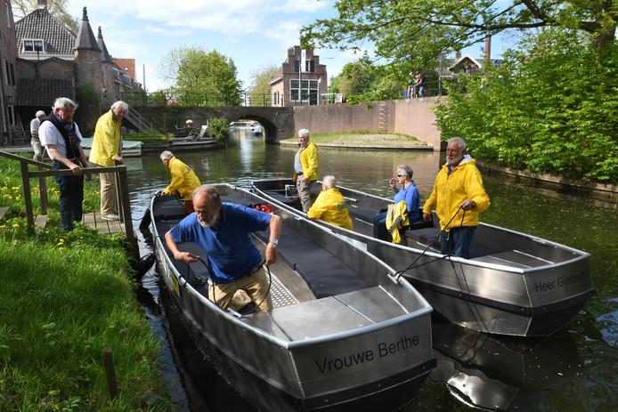 De nieuwe rondvaartboten 'Vrouwe Berthe' en 'Heer Gijsbrecht' gaan weer varen.