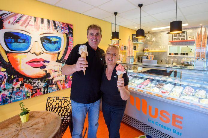 Ton en Angelique van den Eerenbeemt in hun pasgeopende zaak Muse Ice Cream Bar in Valkenswaard.
