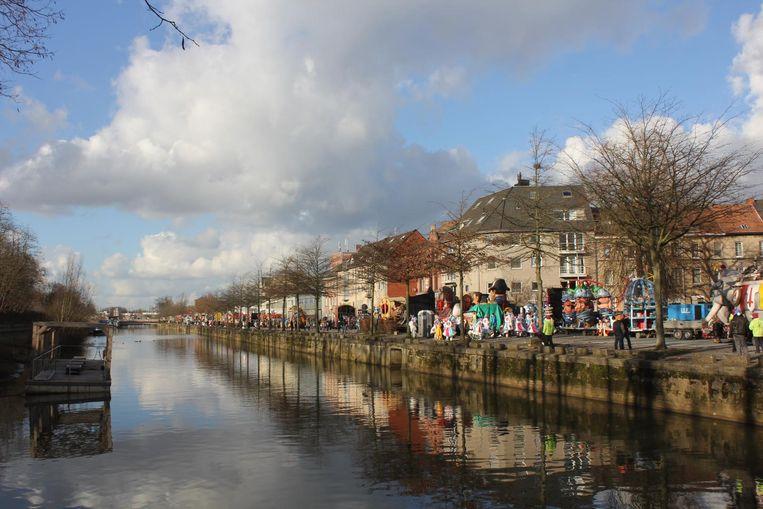 De Dender tussen de Sint-Annabrug en de Zwarte Hoekbrug, waar een carnavalist uit Halle het leven liet.
