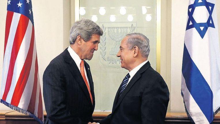 Minister Kerry (l) van de VS en de Israëlische premier Netanjahoe. Beeld reuters