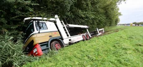 Ongeluk met vrachtwagen op A6 vermoedelijk doordat chauffeur onwel werd