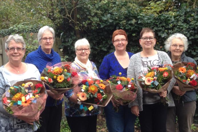 Bloemen voor werkgroepleden van Kinderkledingbeurs Aalten.