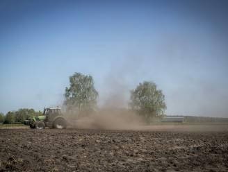 Landbouwer en bodemstaalnemer riskeren celstraf na vervalsing van stalen en omkoping, hoewel bodem van akker wél gezond is