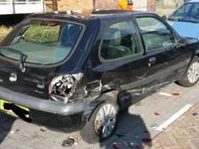Geparkeerde auto zwaar beschadigd bij aanrijding in Dr. Schaepmanlaan in Roosendaal