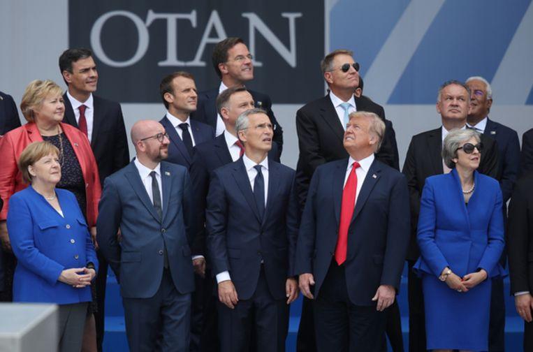 (Van links naar rechts op de eerste rij): Bondskanselier Angela Merkel, Belgische premier Charles Michel, secretaris-generaal van de Navo Jens Stoltenberg en Amerikaanse president Donald Trump. Beeld Getty Images