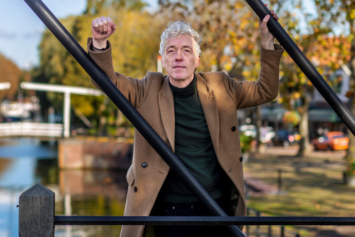Erik de Jong (Spinvis) in Vreeswijk. ,,Geef een stad tijd.″