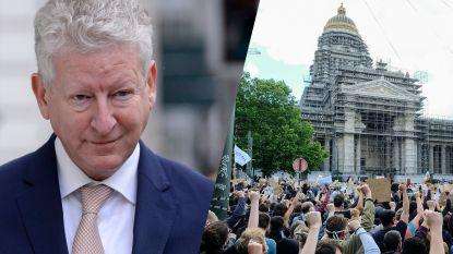 De Crem aan de tand gevoeld over antiracismebetoging, maar legt verantwoordelijkheid bij Brusselse autoriteiten