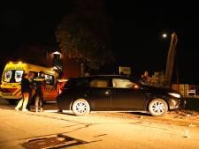 Spin veroorzaakt auto-ongeluk in Cuijk; boom breekt doormidden