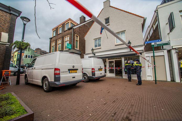 Onderzoek naar de moord op tonprater Frank Schrijen aan de Steenstraat in Boxmeer begin maart dit jaar.