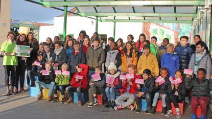 Leerlingen De Kleine Wereld krijgen 'Bite to Fight'-award van Oxfam
