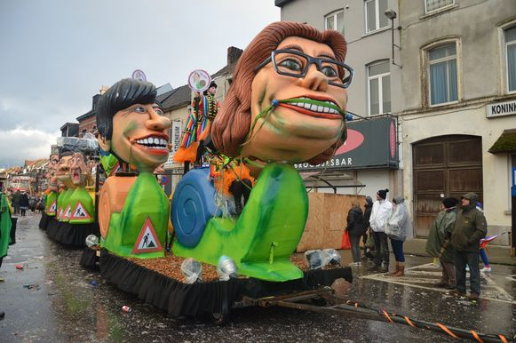 Ves stelt Ninoofse politiekers - burgemeester Tania De Jonge op kop - voor als slakken en verwijst naar de wegenwerken in Ninove.