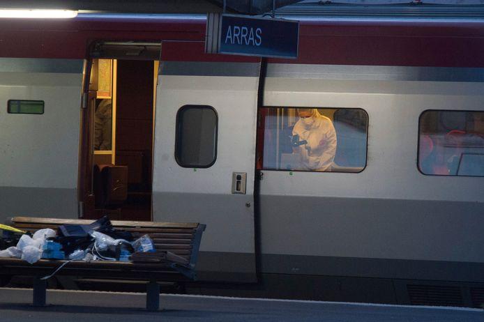 Franse rechercheurs doorzoeken de Thalys waar El-Khazzani op 21 augustus 2015 overmeesterd werd door drie Amerikanen.