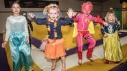 Kinderen zwaaien krokusverlof uit op discoparty