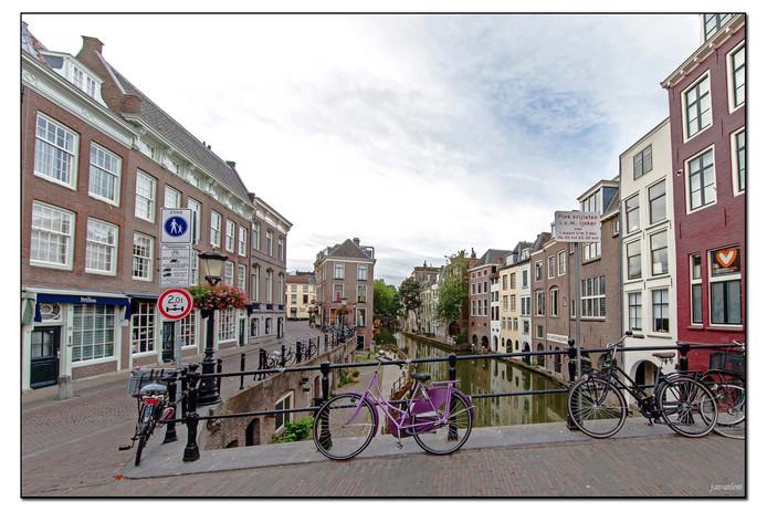 De rust op de Maartensburg in Utrecht, gezien door Jan van Lent