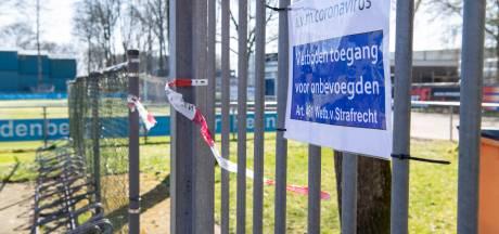 Hardenberg verklaart sportvelden tot 'verboden terrein', Dalfsen berispt gamende jeugd in horecagelegenheid