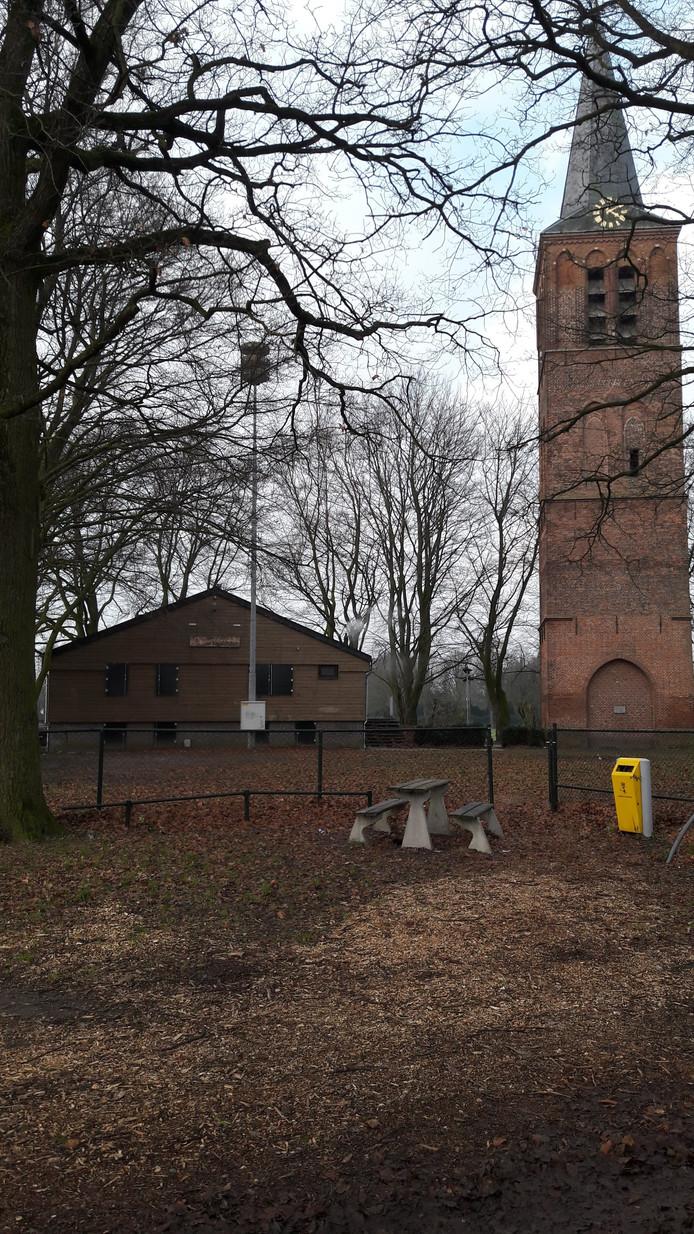 De blokhut van Scouting Jan Baloys naast de Oude Toren.