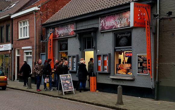 Archieffoto van de vuurwerkverkoop in Baarle-Hertog. Deze winkel staat los van de inbreuken die zaterdag zijn vastgesteld