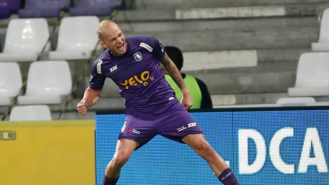 """Avondje carnaval op het Kiel: Holzhauser mept STVV knock-out (6-3), """"Rapha, Gouden Schoen"""", weerklinkt op tribunes"""